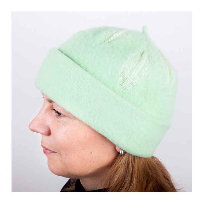 b41d7062dd9 Zelená dámská módní čepice z čisté vlny Tonak 87300