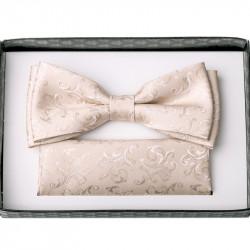 Béžový svatební motýlek s kapesníčkem Assante 90205