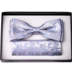 Bledě modrý svatební motýlek s kapesníčkem Assante 90208