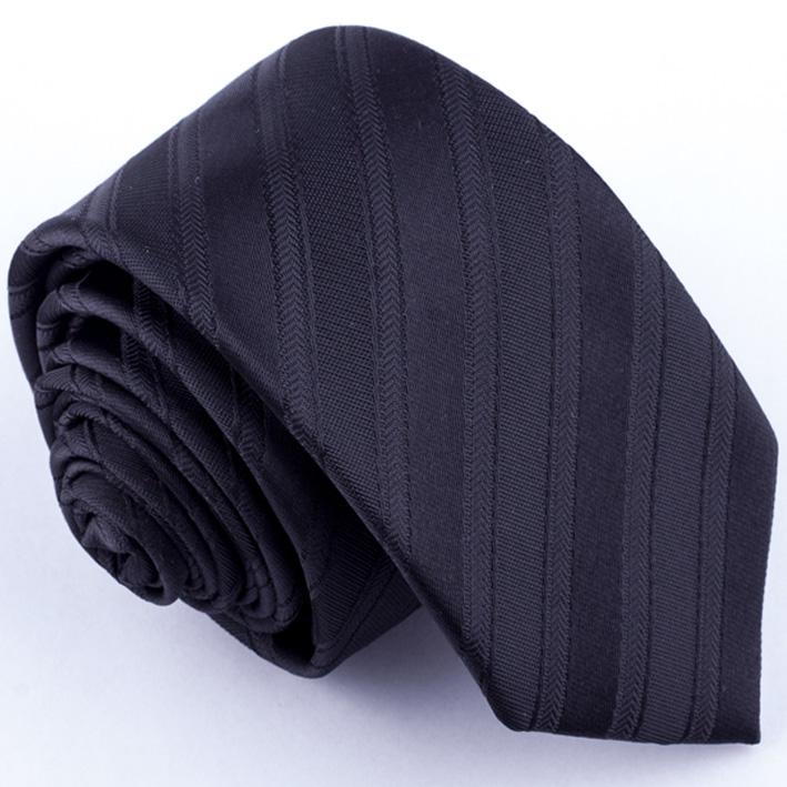 černá kravata pruhovaná