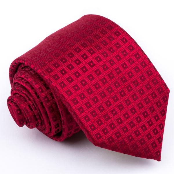 červená kravata vzorovaná