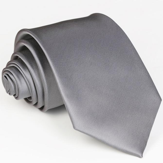 šedá kravata tmavá