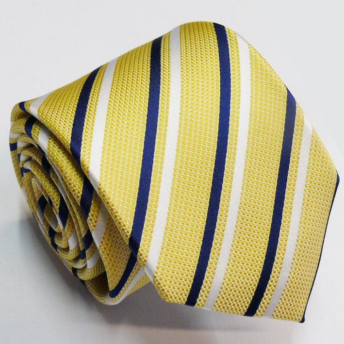 žlutá kravata prožkovaná