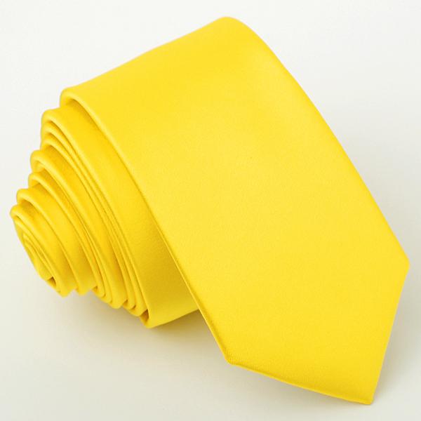 žlutá kravata světlá