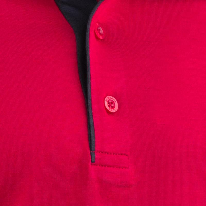 Detail knoflíků u polokošile