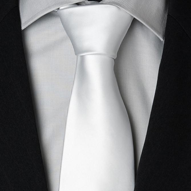 bílá kravata hladká