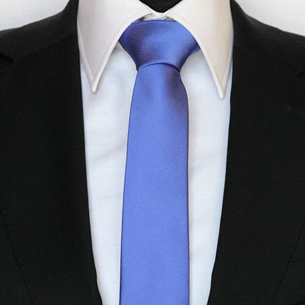 modrá kravata světlá