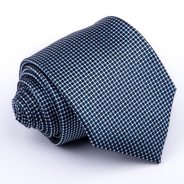 modrá kravata vzorovaná