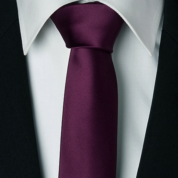 fialová kravata slim