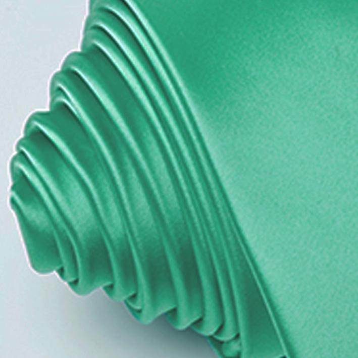 zelená kravata luxusní